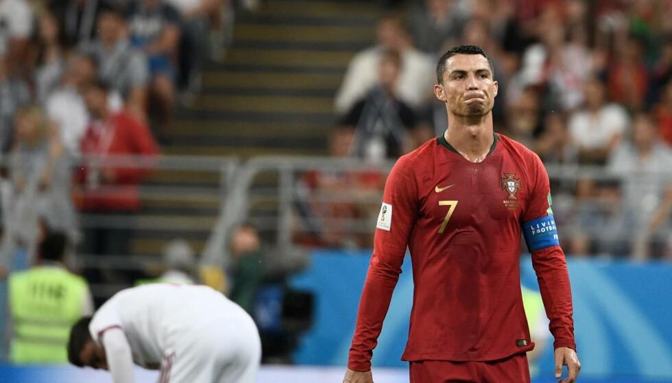 HAN VET DET SELV: Et brent straffespark og til slutt et straffespark i mot som ga Iran 1-1 ødela alt for Portugal og Cristiano Ronaldo. Straffemissen kan koste ham toppscorertittelen til slutt. Irans utlikning betyr Uruguay i åttendedelsfinalen og gjør veien videre veldig mye vanskeligere for Portugal. Foto: AFP PHOTO / Filippo MONTEFORTE