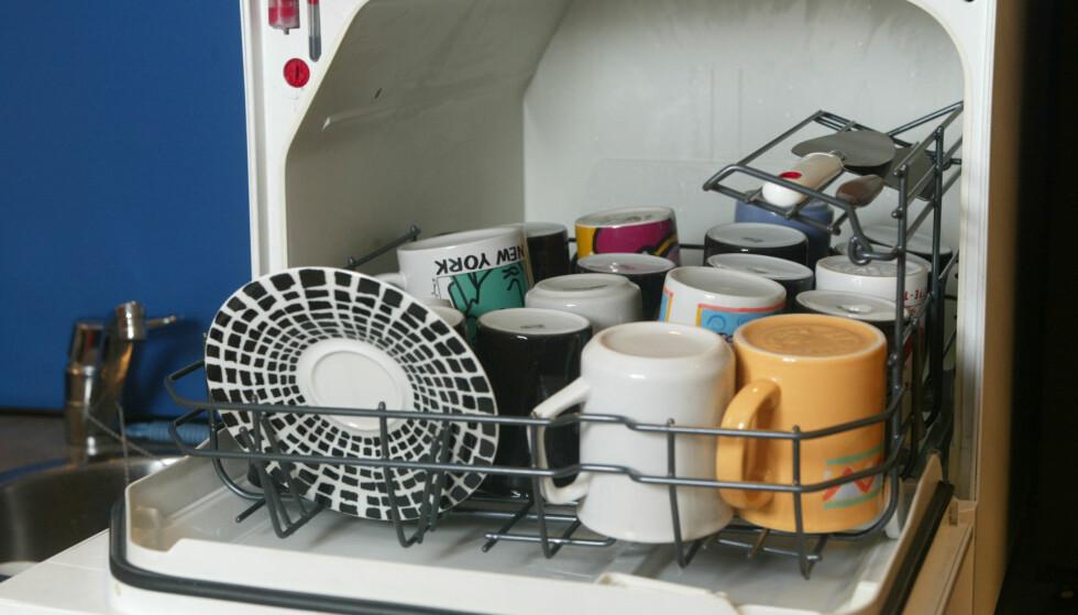GODE RÅD: Mye blir skinnende rent etter en runde i oppvaskmaskinen, men det er flere kjøkkenredskaper ekspertene anbefaler at du vasker for hånd. Foto: Bjørn Sigurdsøn/Scanpix