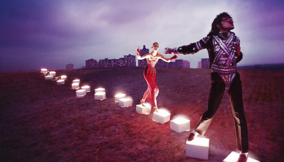 LYSENDE STI: «An Illuminated Path» av kjendisfotografen David LaChapelle er en del av en hel fotoserie som ble laget etter Jacksons død i 2009. Foto: David LaChapelle/National Portrait Gallery