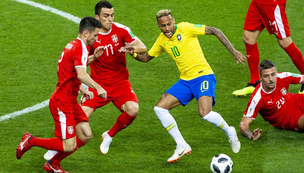 SEERMAGNET: VM i fotball får mange nordmenn til å benke seg foran TV-skjermen. Natt til søndag risikerer Viasat-seere å miste tilgangen til mesterskapet, dersom Viasat ikke kommer til enighet med TV 2 om en ny distribusjonsavtale. Foto: Svein Ove Ekornesvåg / NTB scanpix