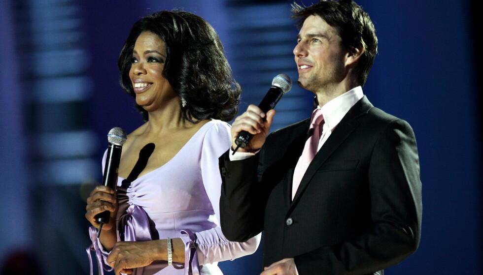 NORGESVENNER: Under nobelkonserten i Oslo Spektrum i 2004 var selveste Oprah Winfrey og Tom Cruise programledere. Foto: Erlend Aas / SCANPIX