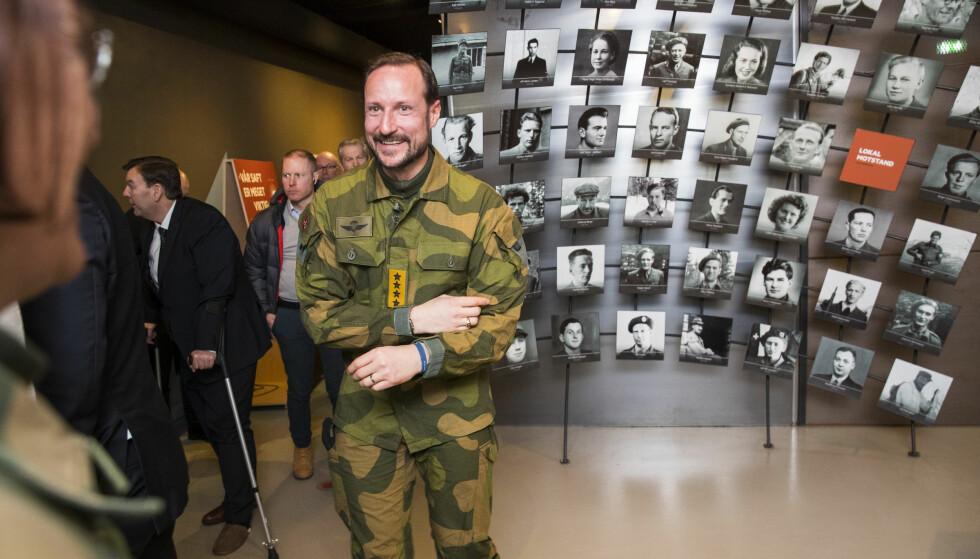 75 ÅR ETTER: Kronprins Haakon besøkte utstillingen på Norsk Industriarbeidermuseum under 75-årsmarkeringen for tungtvannsaksjonen på Vemork onsdag 28. februar i år. Foto: Håkon Mosvold Larsen, NTB Scanpix.