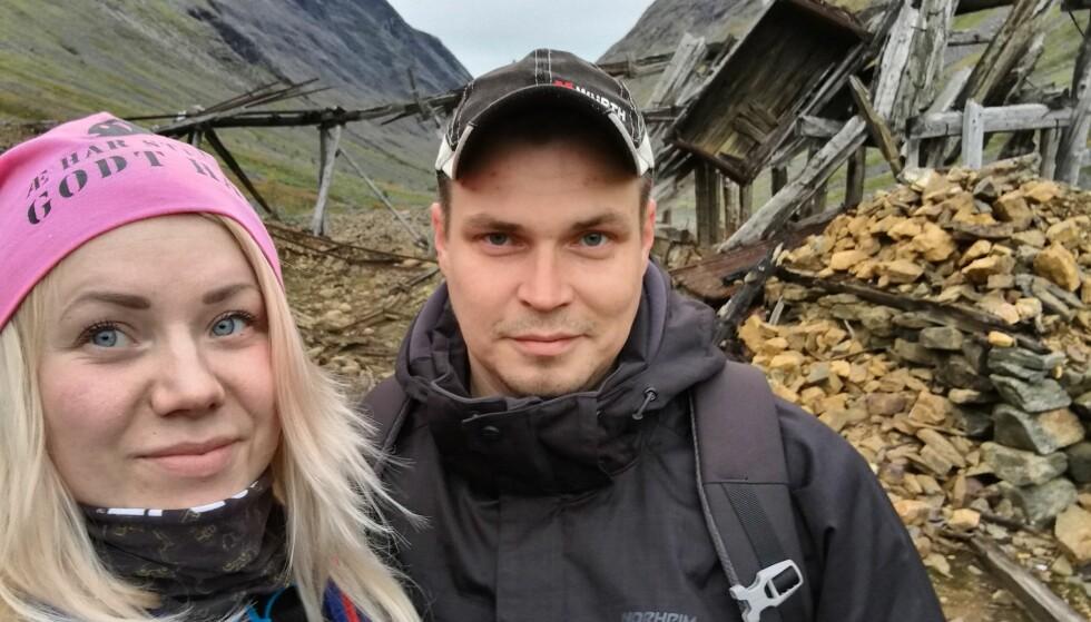 BLE OVERRASKET: Charlotte Warth (25), her fotografert sammen med samboeren, meldte seg på «Luksusfellen» da de økonomiske problemene tok overhånd. Så fikk hun seg en overraskelse hun trolig aldri kommer til å glemme. Foto: Privat