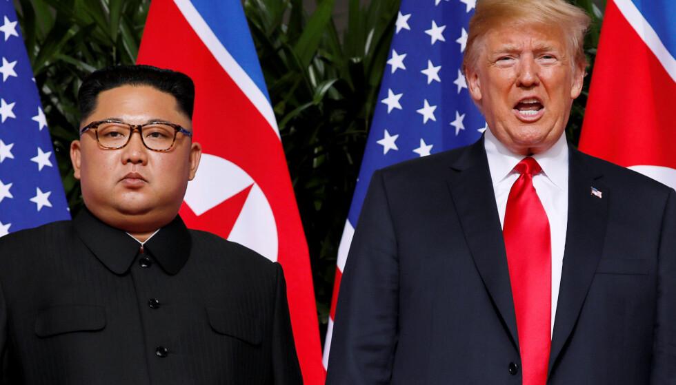 «GANGSTER-LIKNENDE»: Slik karakteriserer Nord-Korea sitt siste møte med representanter fra Donald Trumps administrasjon. Etter et to dager langt møte med USAs utenriksminister Mike Pompeo sendte Nord-Korea ut en kritisk uttalelse om møtet. Her er Donald Trump og Kim Jong-un under toppmøtet mellom landene 12. juni i Singapore. Foto: Reuters / NTB Scanpix