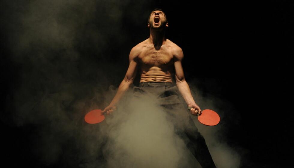 ÅPNET OPP: Jo Strømgren Kompani har laget danseforestillinger om blant annet fotball og ping pong som har åpnet samtidsdansen for et større publikum. Foto: Knut Bry / Jo Strømgren Kompani