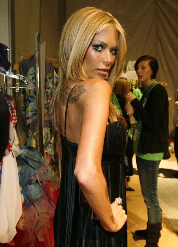 PENSJONERTE SEG: Det er ti år siden Jenna Jameson bestemte seg for å forlate pornoindustrien. Her avbildet under et moteshow i California året før kunngjøringen kom. Foto: NTB Scanpix