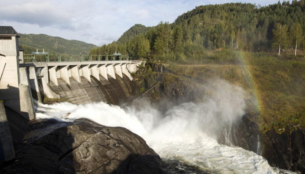 STRØM: Strømprisen er historisk høy. Årsaken er lite nedbør. Her er Grønvollfoss kraftverk ved Tinnelva i Notodden, tatt i 2011. Foto: Terje Bendiksby / Scanpix