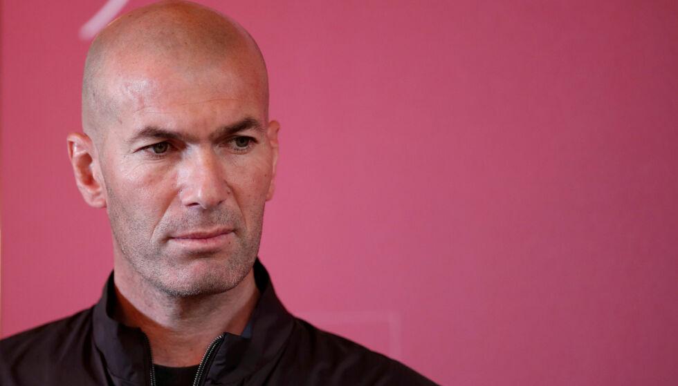 TILGJENGELIG: Zinedine Zidane har foreløpig ikke tatt på seg en ny jobb etter at han gikk av som Real Madrid-trener. Nå er han ønsket i Qatar. Foto: REUTERS/Benoit Tessier/NTB scanpix