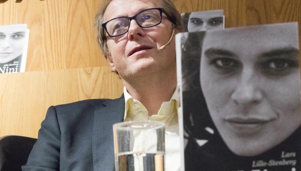 BOKLANSERING: Artisten Lars Lillo-Stenberg skrev boka om datteren til Thorvald Stoltenberg, Nini Stoltenberg, og ble dermed godt kjent med Stoltenberg-familien. Foto: Terje Pedersen / NTB Scanpix