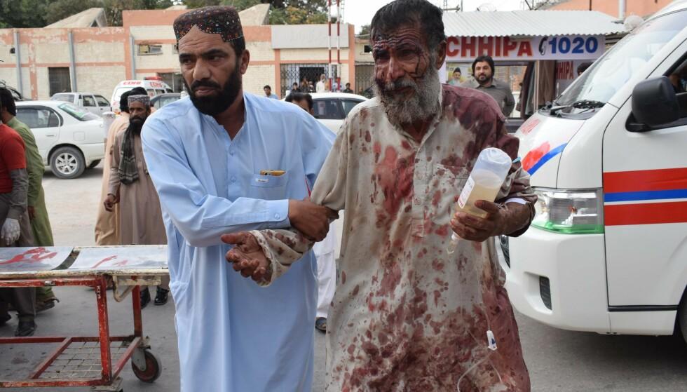 ANGREP: Over 120 mennesker ble drept da en selvmordsbomber angrep et valgkamparrangement utenfor Quetta sørvest i Pakistan. IS hevder å stå bak. Foto: Banaras Khan / AFP / NTB Scanpix