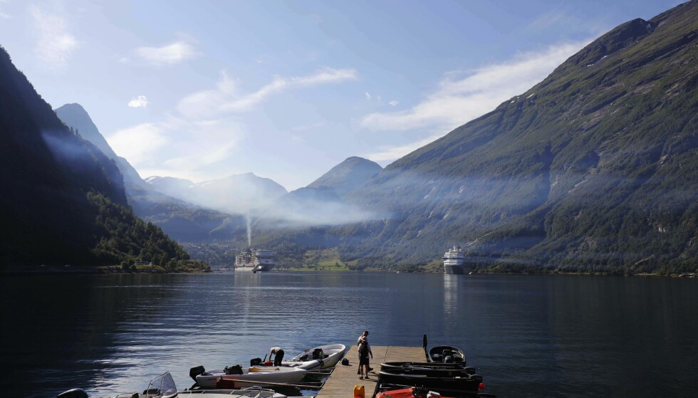 Advarte mot livsfarlig sommerluft. Så kom «monsterskipet» seilende inn fjorden