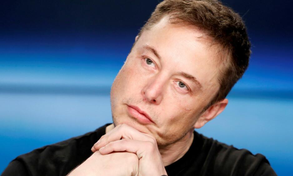 BEKLAGER: Elon Musk legger seg flat etter å ha kalt en dykker for «pedo». Foto: REUTERS / Joe Skipper / NTB scanpix
