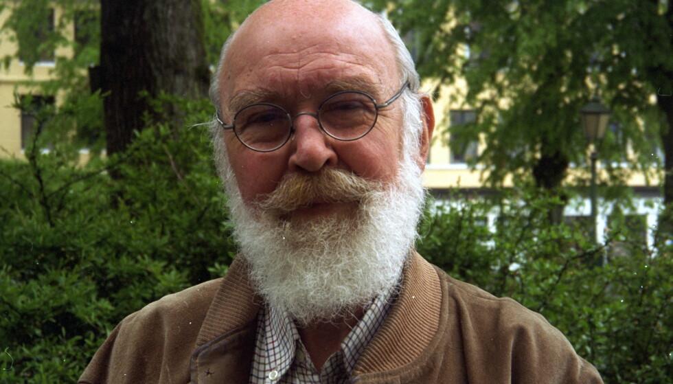 PENSJONERT POET: Kolbein Falkeid er blitt 84 år, og har lagt poesipennen på hylla. Her fotografert ved en tidligere anledning. Foto: Dagbladets arkiv