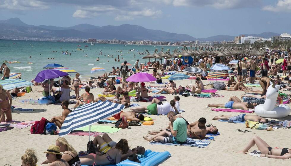 TURISTHAV: Ulovlig utleie av leiligheter til turister er utbredt på Mallorca. Her fra Playa de Palma ved øyas hovedstad. Foto: AFP / NTB Scanpix