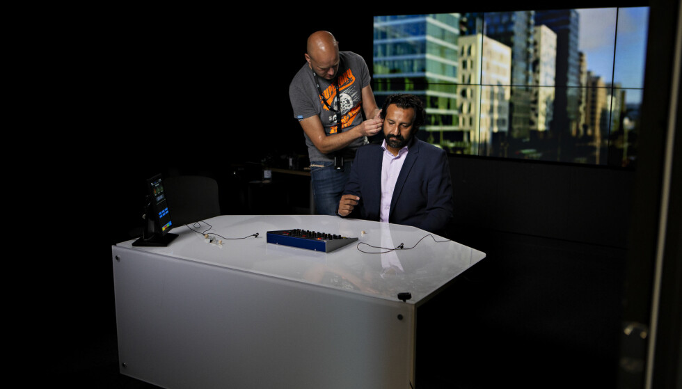 DIREKTESENDING: I TV 2s trygge lokaler i Oslo sentrum forbereder Kadafi Zaman seg på å snakke om det pakistanske valget i kanalens direktesending. Foto: Frank Karlsen / Dagbladet