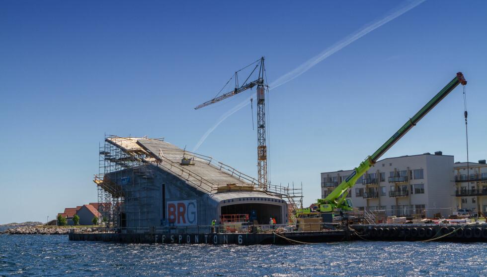 SKAL SENKES: Denne uka blir konstruksjonen til undervannsrestauranten senket på plass, til sin nye adresse.