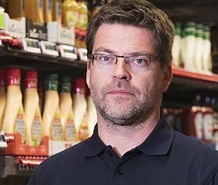 TA DET MED RO: Harald Kristiansen i Coop oppfordrer folk til å handle som vanlig. Foto: Coop