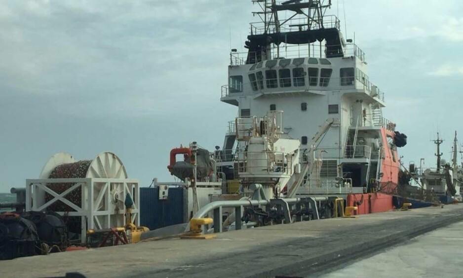 DAKHLA I VEST-SAHARA: Bildet viser det Singapore-registrerte skipet «Geo Services 1» ved kai i havnebyen Dakhla i Vest-Sahara. Ifølge Støttekomiteen for Vest-Sahara deltok skipet i fjor i en seismikk-operasjon i okkuperte Vest-Sahara som nå får skarp kritikk. Foto: Western Sahara Resource Watch.