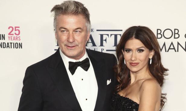 FEMBARNSFAR: Alec Baldwin har en datter fra et tidligere forhold, og har de siste årene fått fire barn med sin vakre kjæreste, Hilaria. Foto: NTB Scanpix