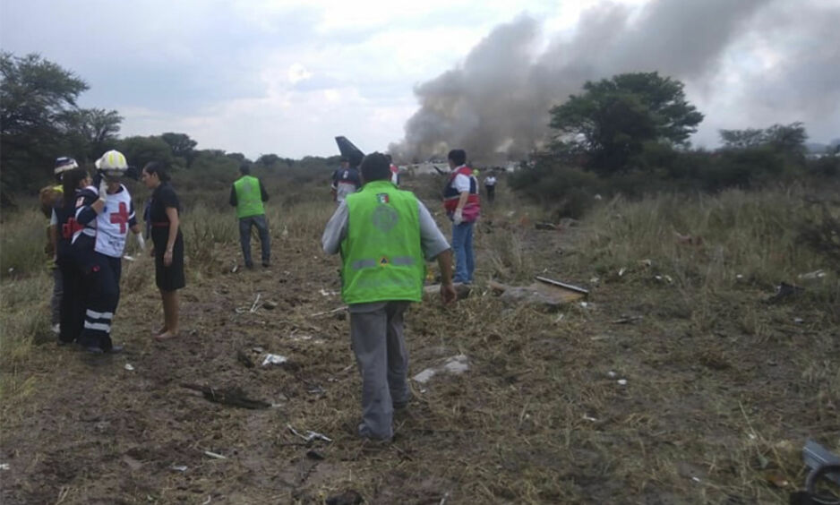 STYRT: Bilder viser at det er mye røyk på stedet, men ingen er bekreftet omkommet. Foto: Det meksikanske sivilforsvaret / AP / NTB Scanpix