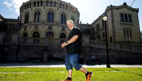 BÅRDER LINE: Hele familien passer på å «lufte Bård», slik at han får sine 10 000 skritt.