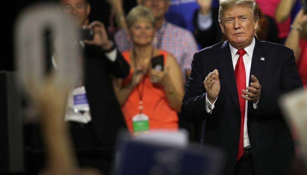 BEVEGELSE: Som et slags utspring av ulike konspirasjonsteorier har det nå dannet seg en bevegelse som kaller seg QAnon. FOTO: Joe Raedle / AFP / NTB Scanpix