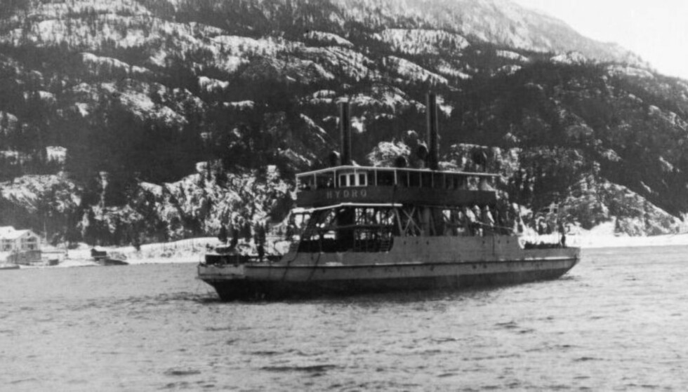 EKSPLODERTE: DF «Hydro» gikk ned isslagte Tinnsjøen på formiddagen 20. februar 1944. Foto: Hydro / NTB Scanpix