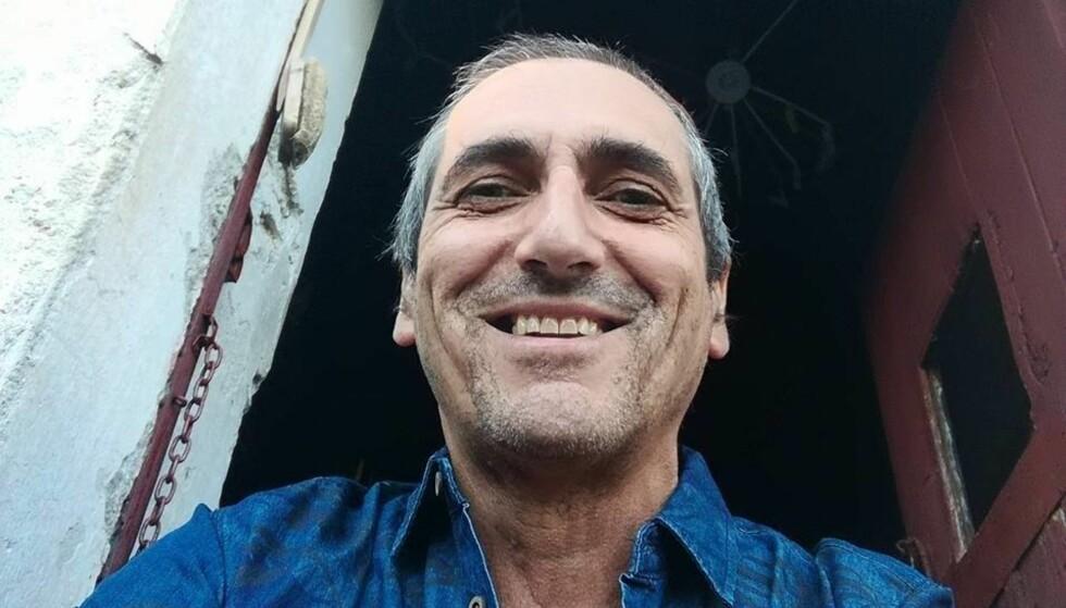 GLAD HAN OVERLEVDE: João Furtado (61) hoppet i bassenget da skogbrannene omringet ham. I Norge satt datteren og ikke fikk tak i sin far. Foto: Privat
