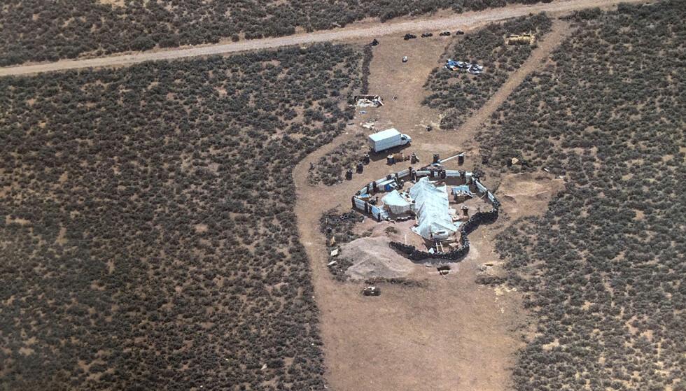 SKREKKLEIR: I denne leiren i New Mexico i USA fant politiet 11 barn, som levde under tilnærmet umenneskelige forhold. Foto: Taos County Sheriff's Office via AP / NTB scanpix