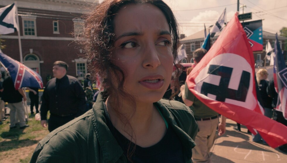 MØTTE NYNAZISTER: Deeyah Khan fulgte flere nynazister i sin forrige film, «White Right: Meeting The Enemy». Hun mottok sin andre Emmy-pris for arbeidet med filmen. Foto: Fuuse