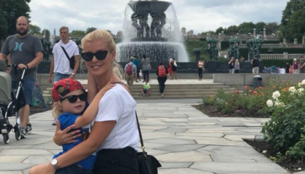 FAMILIETID: Mari har sønnen 60 prosent av tiden, og nyter tiden i sommer. Her er de i Frognerparken. Foto: Privat