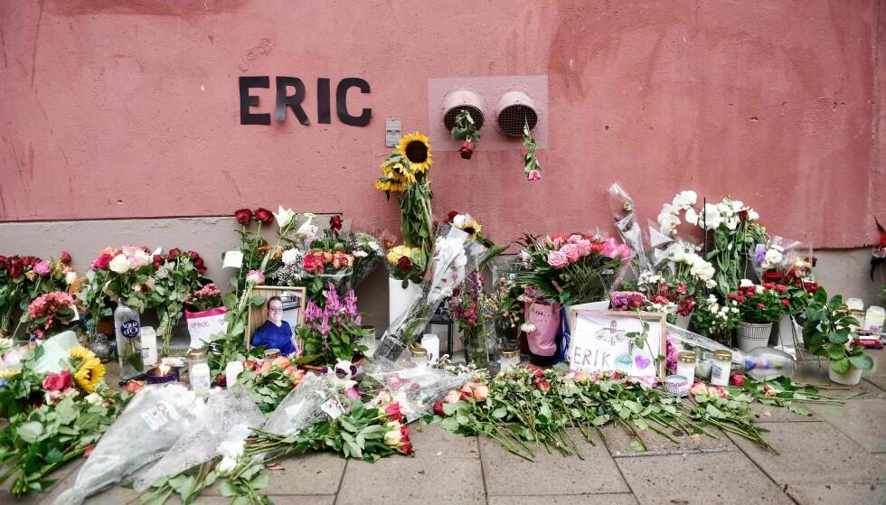 BLE DREPT: Bilde fra en minnestund etter at 20 år gamle Eric Torell, en ung mann med downs syndom ble skutt og drept av politiet i Stockholm. Foto: Stina Stjernkvista / AFP / TT News Agency / Sweden OUT /NTB Scanpix