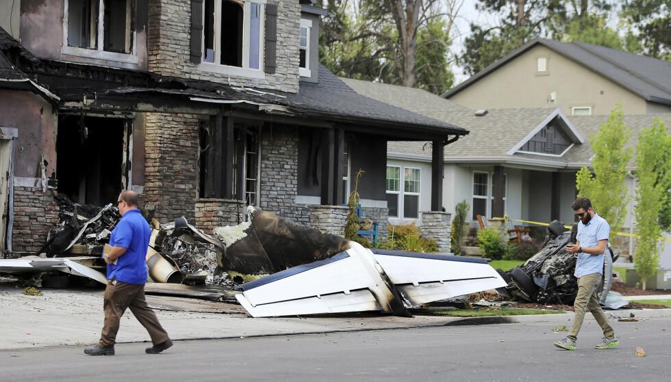 DØDE: Mannen døde av skadene, da han styrtet et småfly inn i sitt eget hus. Foto: NTB Scanpix
