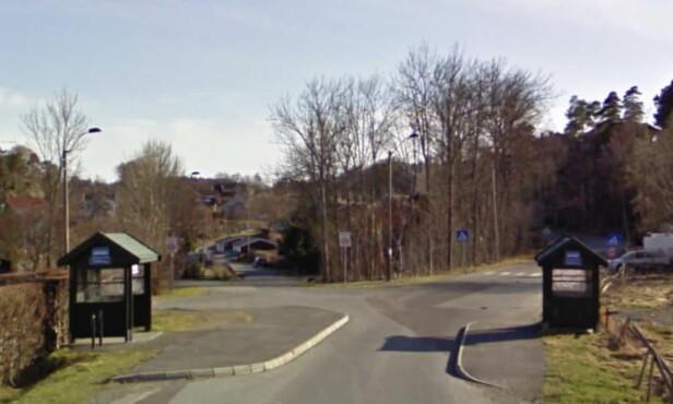 GAMLE STAVERNSVEI: Voldshendelsen skjedde i dette området, ved Rødberglia på gamle Stavernsvei, like ved festivalområdet til Stavernfestivalen. Festivalcampen og hovedinngangen er like ved. Foto: Google Maps / Skjermdump