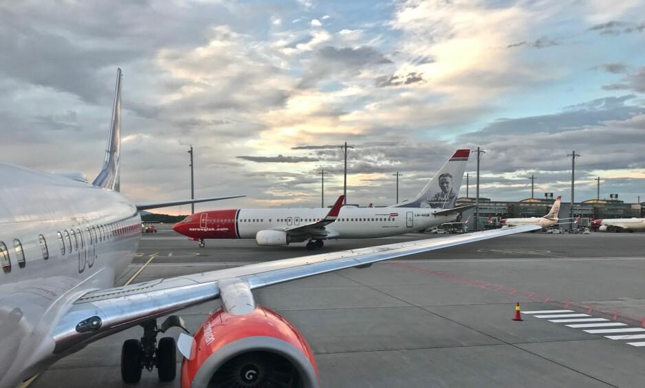 MANGE AVVIK: Både SAS og Norwegian har hatt flere forsinkelser og kanselleringer i sommer. Det har ført til så mange klager at selskapene har problemer med å ta dem unna. Foto: Odd Roar Lange