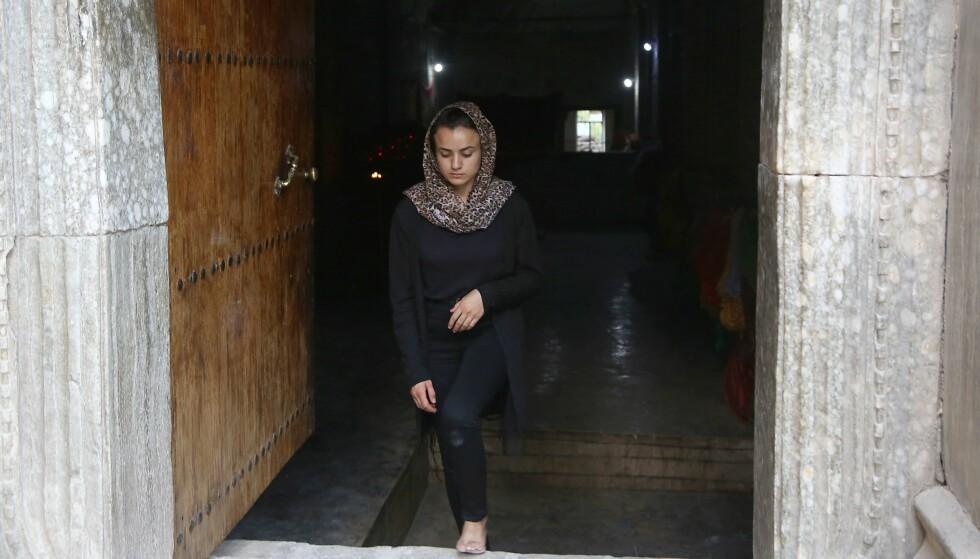 BLE VOLDTATT OG SLÅTT: Ifølge Ashwaq ble hun solgt til en mann for 100 dollar, som voldtok og slo henne. Foto: AFP