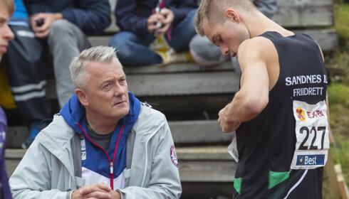 Byrkjelo  20180819. Filip Ingebrigtsen (25) sammen med pappa Gjert før  800 meter Foto: Vidar Ruud / NTB scanpix