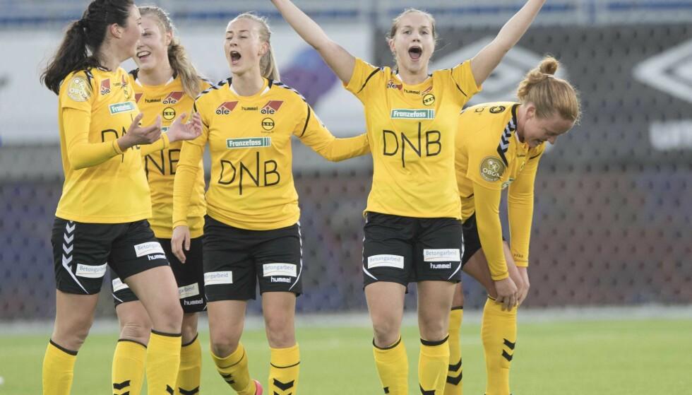 HERJER: Guro Reiten var en av målscorerne da LSK Kvinner tok sin 25. serieseier på rad søndag. Her er hun med lagvenninnene i en av de tidligere kampene denne sesongen. Foto: Terje Pedersen / NTB scanpix