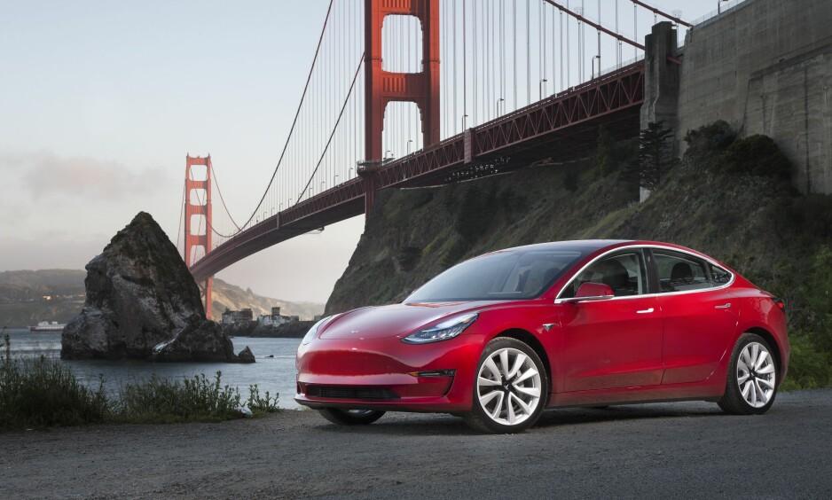 OVERBEVIST: Tesla Model 3 er ikke en perfekt bil, men hvilken bil er det? Etter to testdager bak rattet er konklusjonen at vi liker den. Hvorfor kan du lese om i denne artikkelen på Dagbladet Pluss. Foto: Matt Prior