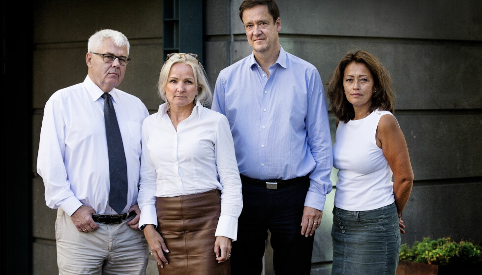 ADVOKATENE: Thomas Randby (fra venstre), Sol Elden, John Christian Elden og Sidsel Katralen skal forsvare Eirik Jensen i Borgarting lagmannsrett. De tror på frifinnelse.  Foto: Henning Lillegård / Dagbladet .