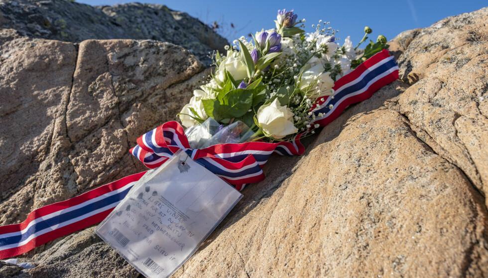 OMKOM I ULYKKE: Det ble satt ut blomster på øya St. Helena utenfor Arendal der den tidligere skiløperen Vibeke Skofterud døde i en vannscooterulykke. Foto: Tor Erik Schrøder / NTB scanpix