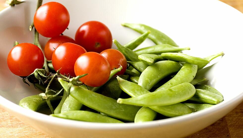 RÅBRA KOKT: Rå sukkererter er godt å servere som snacks, men er det så lurt å spis dem rå? Matvarer vil nå advare forbrukerne. Foto: Dagbladet