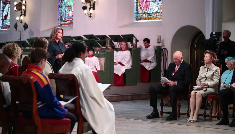 <strong>LESTE FOR FORELDRENE:</strong> Prinsesse Märtha Louise bidro også under gudstjenesten. Foto: Lise Åserud / NTB scanpix