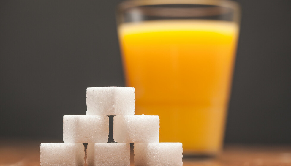 EKSTRA KALORIER: Selv om et glass juice eller to er leskende, bidrar drikken til flere kalorier enn du kanskje er klar over. Foto: MvanCaspel / Shutterstock / NTB scanpix