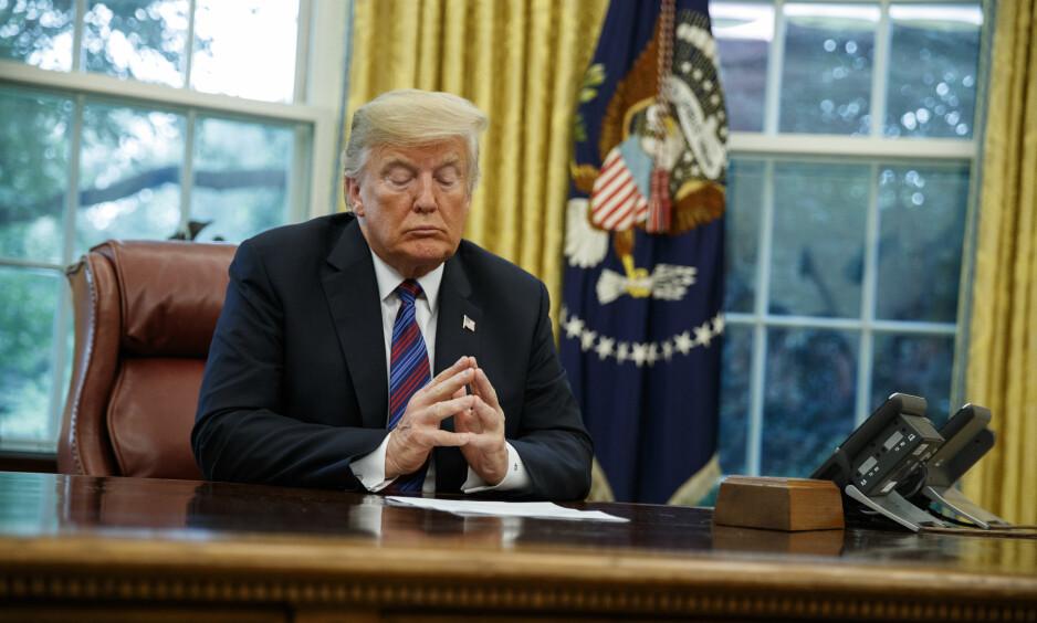 LØGNEN FØLGER VÅRE FANER: President Donald Trump er helt klart ikke som alle andre presidenter selv om vi vet at de aller fleste av hans forgjengere også brukte løgner i tide og utide. Foto: NTB Scanpix