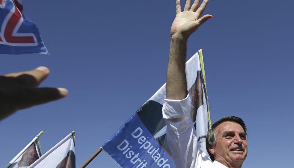 KNIVSTUKKET: Høyrepopulisten Jair Bolsonaro, som stiller som kandidat til presidentvalget i Brasil, ble torsdag skadd i et knivangrep. Foto: AP / NTB scanpix