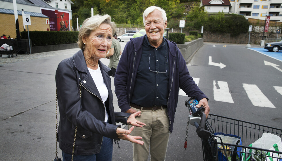 AKTIVE PENSJONISTER: Karin (72) og Morten (74) Kolderup har ingen problemer med å fylle dagene nå som de er pensjonister. De passer barnebarn, steller hage og leser mye - og synes de er heldige som holder seg friske. Foto: Henning Lillegård