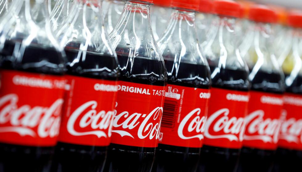 SATSER 100 PROSENT: Nå skal alle Coca-Cola-flasken lages av resirkulert plast. Sverige er først ut. Foto: Scanpix