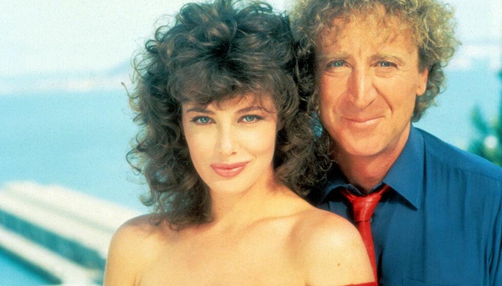 KVINNEN I RØDT: Kelly LeBrock og Gene Wilder hadde hovedrollene i den romantiske komedien «The Woman in Red» fra 1984. Førstnevnte gjorde seg spesielt bemerket for sin innsats, og interessen rundt LeBrock ble særdeles stor. Foto: NTB Scanpix