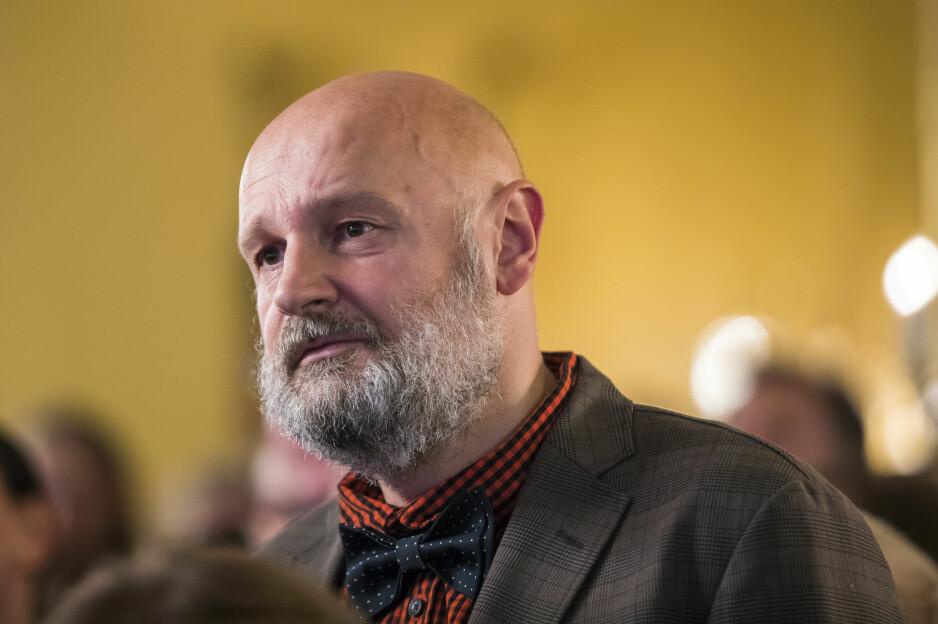 VITTIG: Erlend Loe er en skarpsindig observatør av livet i det moderne Norge. Denne gangen retter han blikket mot idealisme på ville veier. Foto: NTB Scanpix
